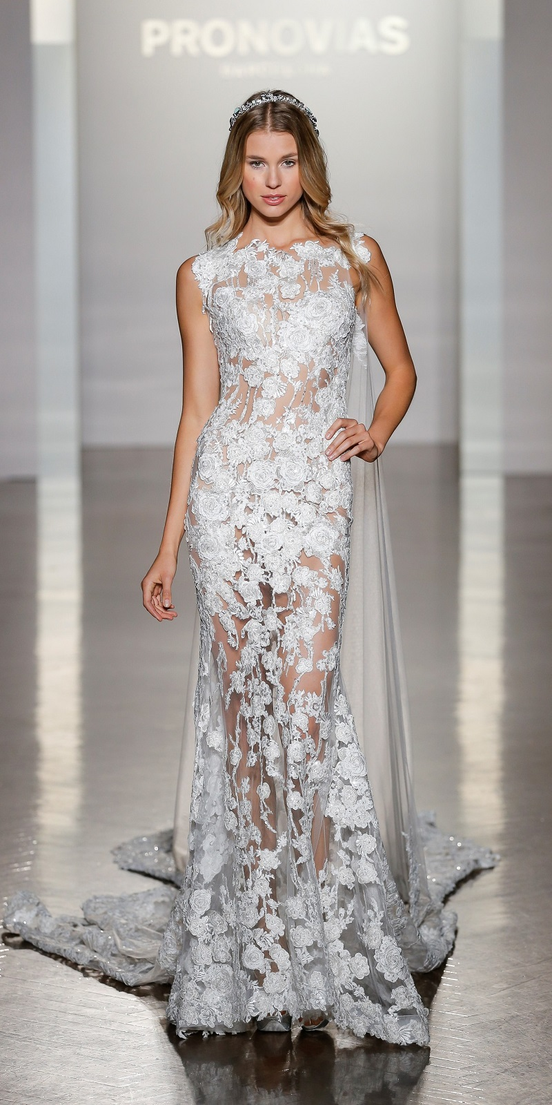 Pronovias returns to the most delicate romanticism in its collection 2017
