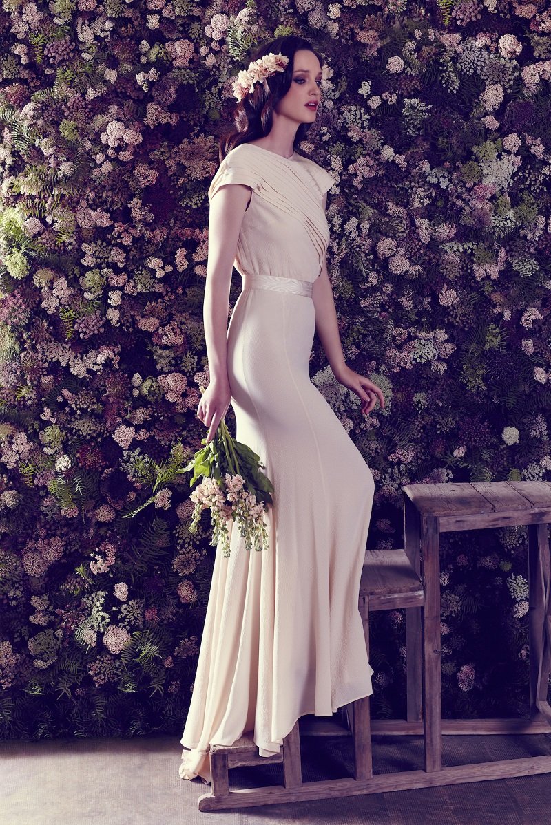 Delicate and naive, this is the first bridal collection of Ailanto