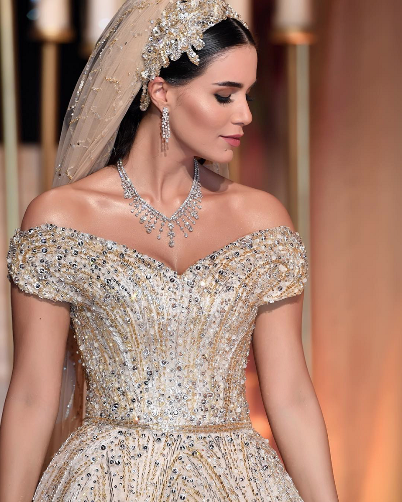 It is this influencer Lebanese dress one of the most expensive in history? It has taken a year of work to create it