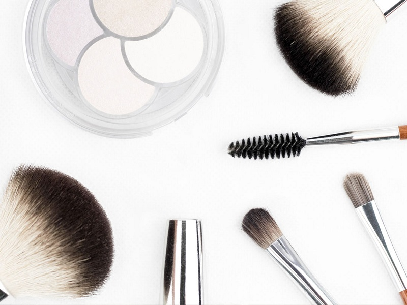 Take care of makeup brushes