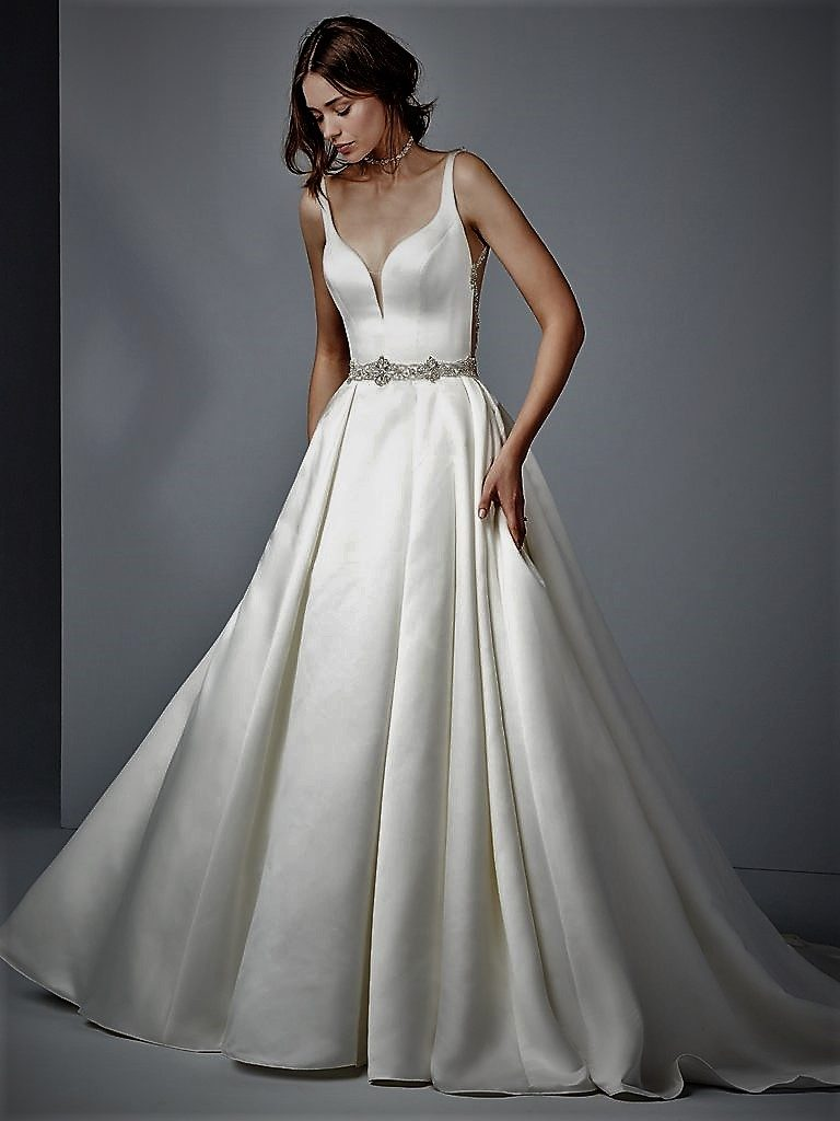 8 kind of white wedding gown: Do you know the difference?