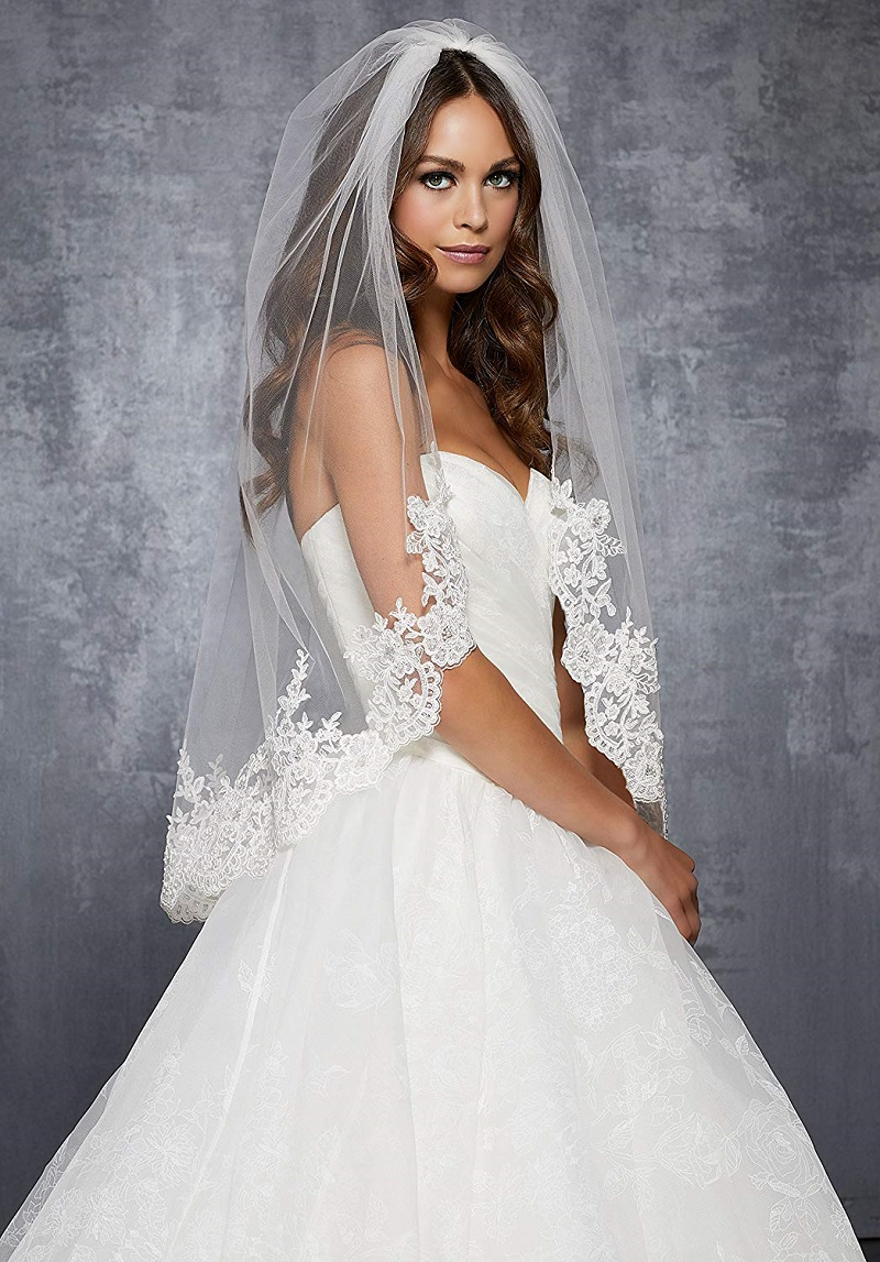 Short bridal veil: to whom does it fit best?