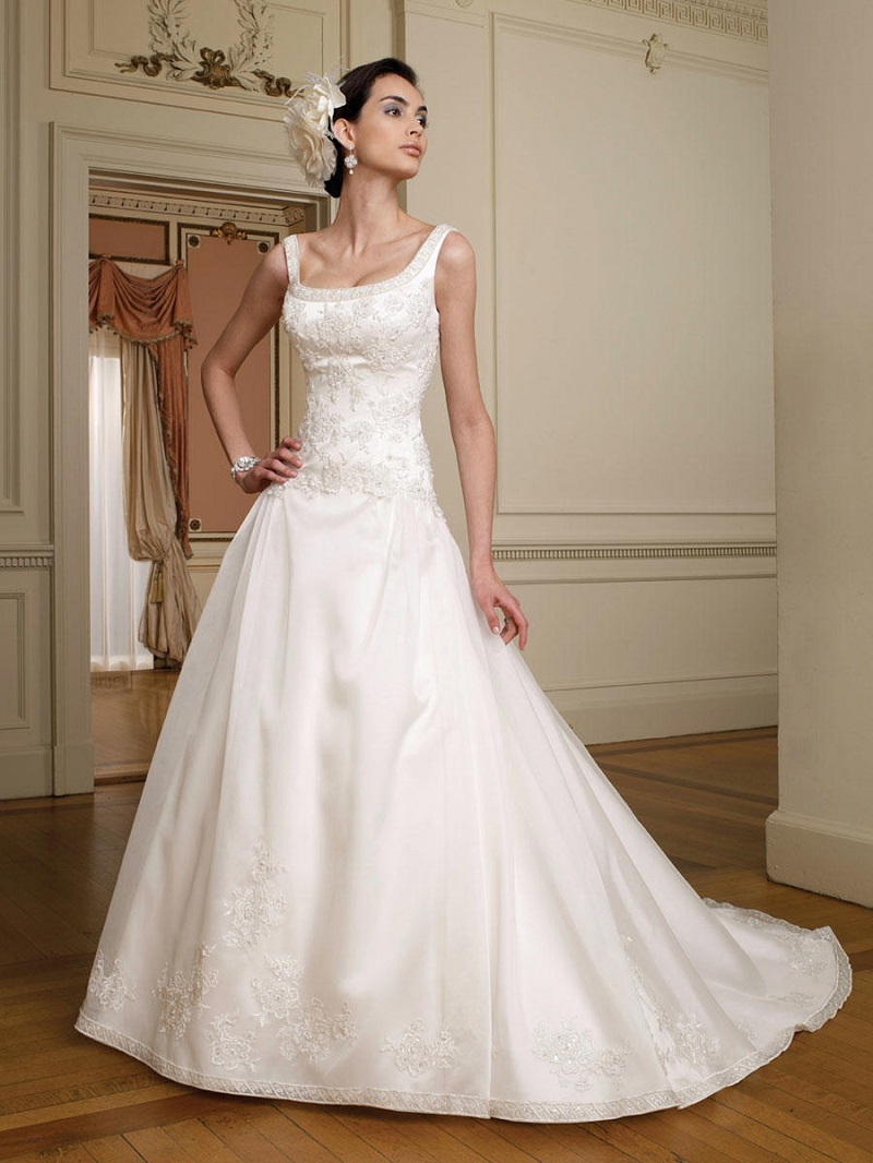 Some irresistible wedding dresses with round neckline
