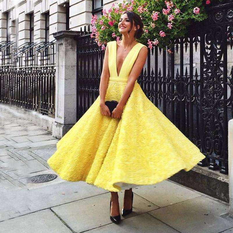 Colorful looks for wedding guests: here are the best outfits!
