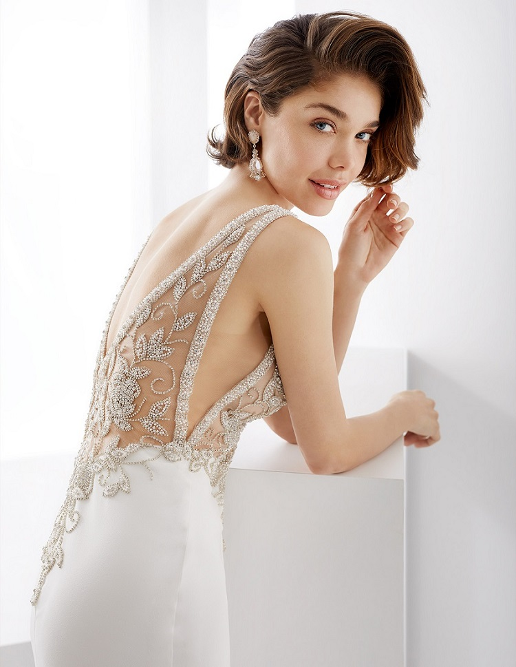 Wedding hairstyle based on the wedding dress: find the perfect one for your style!